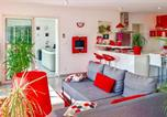 Location vacances Lhomme - Amazing home in Goulevant w/ Jacuzzi, Wifi and 2 Bedrooms-2