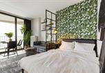 Location vacances Augsburg - Stunning City View & Tropical Vibes - Studio Apartment-1