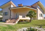 Location vacances Borgia - Awesome home in Montauro with Wifi and 4 Bedrooms-1