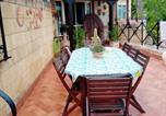 Location vacances  Province de Crotone - Studio in Crotone with terrace and Wifi 500 m from the beach-4