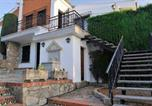Location vacances Huétor Vega - Villa with 3 bedrooms in Monachil with wonderful city view private pool enclosed garden 60 km from the beach-2