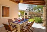 Location vacances Milna - Milna Villa Sleeps 6 Pool Air Con Wifi-2