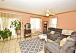 Location vacances East Stroudsburg - Red Rose Cottage Home-2