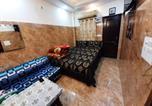 Location vacances New Delhi - Cream Location,wifi With Android Tv, Luxury Room-2