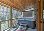 Location vacances Bryson City - 'Trot Inn' Bryson City Cabin w/Hot Tub & Fire Pit!-2