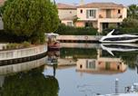 Location vacances Aigues Mortes - Aigues-Mortes Villa Sleeps 4 Pool Air Con Wifi-4