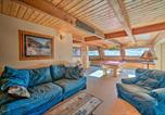 Location vacances Livingston - Unique Cabin with Indoor Pool and Mountain Views!-4