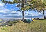 Location vacances Saint-Ignace - St. Ignace Cottage w/ Deck & Beach on Lake Huron!-1