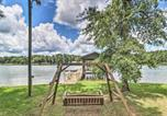Location vacances Macon - Waterfront Lake Sinclair Home with Boat Dock!-3