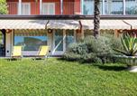 Location vacances Varèse - Nice apartment in a villa with three apartments, with private porch and garden-2