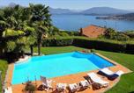Location vacances  Province de Novare - Meina Villa Sleeps 10 Pool Air Con Wifi-1