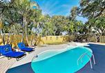 Location vacances Pinellas Park - Sleek Home - Lush Yard & Private Pool - Near Beach home-1