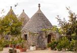 Location vacances  Province de Brindisi - L'Alcova nei Trulli-2