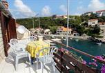 Location vacances Smokvica - Apartments by the sea Zavalatica, Korcula - 9285-1