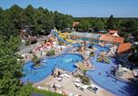 Camping avec Piscine couverte / chauffée Biscarrosse - Camping Club Famille Lou Pignada-1