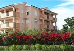 Location vacances Lopar - Apartment in Lopar with Balcony, Air condition, Wifi (4224-3)-1