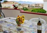 Location vacances  Province de Trapani - Apartment with 3 bedrooms in Alcamo with wonderful sea view enclosed garden and Wifi 100 m from the beach-1