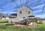 Location vacances Matthews - Updated Charlotte Home with Deck - 10 Minutes to Uncc-3