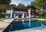 Location vacances Saint-Pée-sur-Nivelle - Ahetze Villa Sleeps 10 Pool Air Con Wifi-1