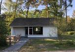 Location vacances Maaseik - Holiday home Vakantiepark T Vosseven 1-1