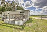 Location vacances Gainesville - Silver Springs Cabin with Deck - Right on the Lake!-2