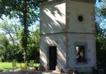 Location vacances Bourgogne - Hexagonal Tower for 2 with shared pool-1