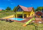 Location vacances Međimurska - Stunning home in Selnica w/ Sauna, Heated swimming pool and 2 Bedrooms-1