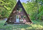 Location vacances Plymouth - Quiet A-Frame Cabin on Creek with Private Deck!-2