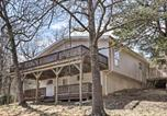 Location vacances West Plains - Woodsy Hideaway with Deck, Walk to Bull Shoals Lake!-2