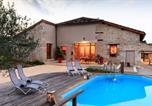 Location vacances  Lot et Garonne - Laparade Villa Sleeps 4-2