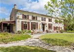Location vacances Marcillac-Lanville - Villa La Maison Des Fleurs