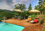 Location vacances  Province d'Arezzo - Luxurious Farmhouse in Cortona with Pool-3