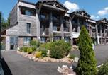 Location vacances Egliseneuve-d'Entraigues - Apartment Le Bois de la Reine.1-4