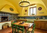 Location vacances Mazzarino - San Michele di Ganzaria Villa Sleeps 9 with Pool Air Con and Wifi-2