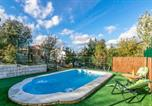 Location vacances Castillo de Locubín - Amazing home in Puertollano w/ Outdoor swimming pool, Outdoor swimming pool and 4 Bedrooms-1