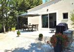 Location vacances Blauvac - House with 2 bedrooms in Venasque with wonderful mountain view shared pool furnished garden 90 km from the beach-3