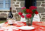 Location vacances  Cantal - Spacious Holiday Home near Forest in Auvergne-4