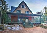 Location vacances New London - Tranquil Lakefront Hideaway w/ Beach & Dock-4