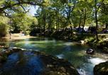 Camping avec Piscine Saint-Martial-de-Nabirat - Camping Les Cascades-1