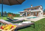 Location vacances  Pazin - Holiday home Trosti 11-1