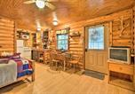 Location vacances Ada - Cozy Cabin with Deck - Nestled by Honey Creek!-4