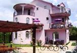 Location vacances Palić - Vila Madams-1