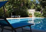 Location vacances  Province de Rimini - Appartamento a pochi passi dal mare con piscina-4