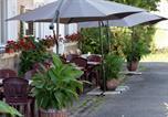 Location vacances Maizières-lès-Vic - Chambres d'hotes Lagarde-3