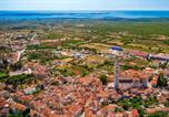Location vacances Vodnjan - Nice home in Vodnjan w/ Jacuzzi, Sauna and 6 Bedrooms-3