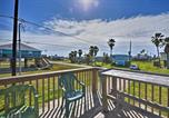 Location vacances Freeport - Colorful Cottage - 2 Blocks to Surfside Beach!-2