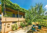 Location vacances Dugopolje - Two-Bedroom Holiday Home in Ercegovci-1