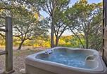 Location vacances Kyle - Secluded Cabin Oasis with Hill Country Views!-1