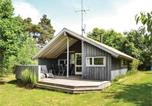 Location vacances Dronningmølle - Four-Bedroom Holiday Home in Dronningmolle-1
