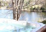 Location vacances Sainte-Adèle - Chalet Lac Long - Spa au bord du lac-4